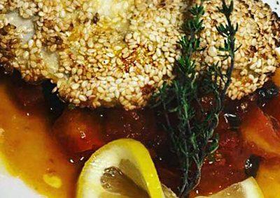 Ombrina in Crosta di Sesamo con Pomodorini, Capperi, Acciughe e Olive
